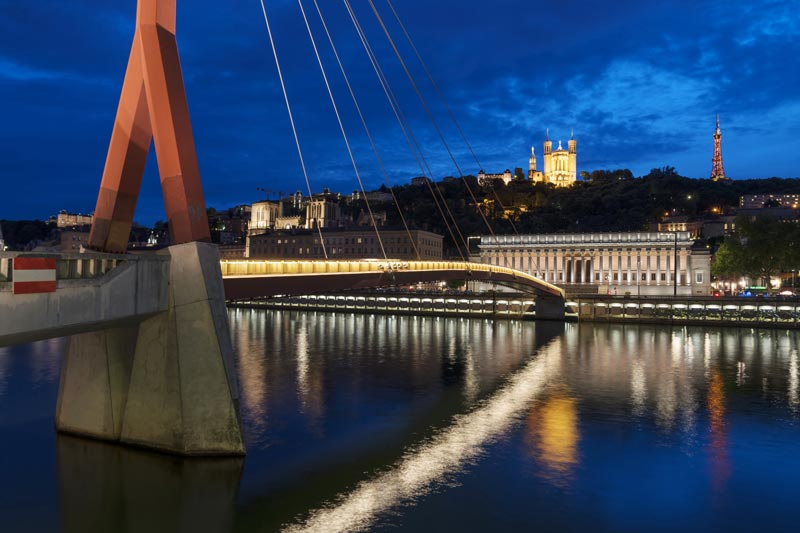 famous-view-of-lyon-by-night