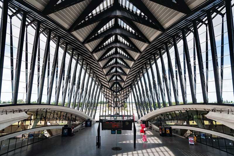 Aéroport Saint-Exupéry Lyon : les places de parking automatisées